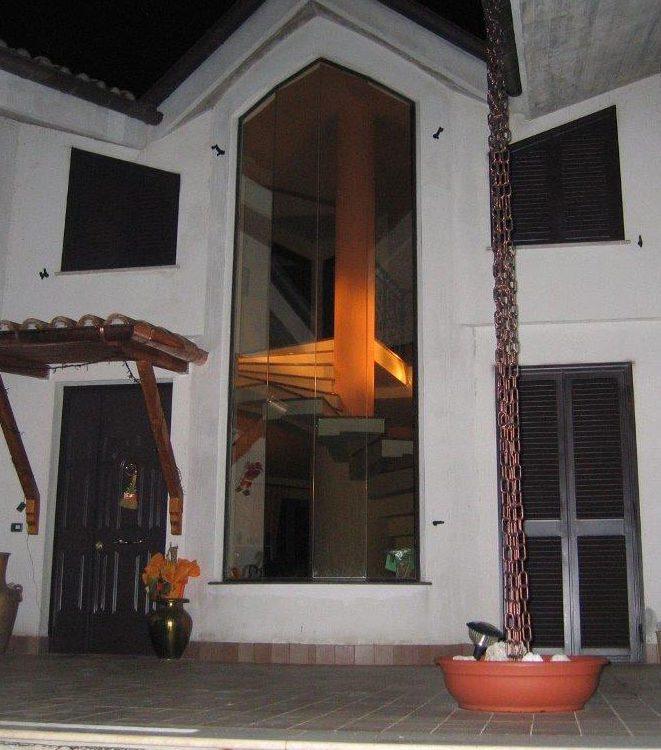 Esterno villa di notte